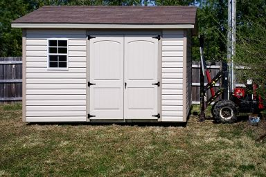 A garden shed in Tennessee with vinyl siding and double doors