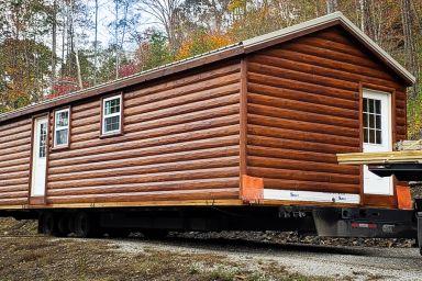 A prefab cabin in Kentucky with log siding