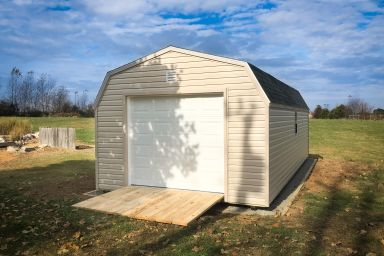 A prebuilt garage in Tennessee with vinyl siding and a ramp