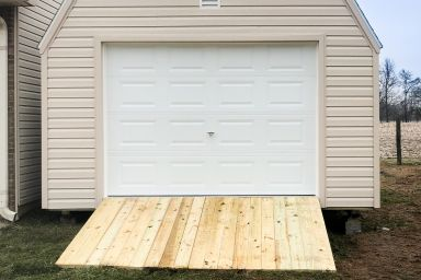 A prefab garage in Tennessee with vinyl siding and a ramp